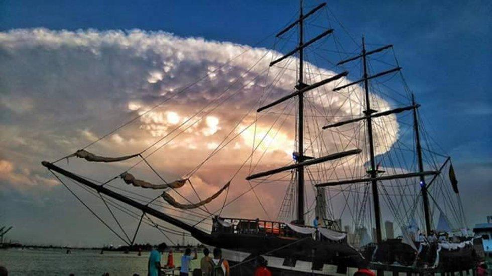 Una nube de forma circular sorprendió a los cartageneros en la tarde del jueves.
