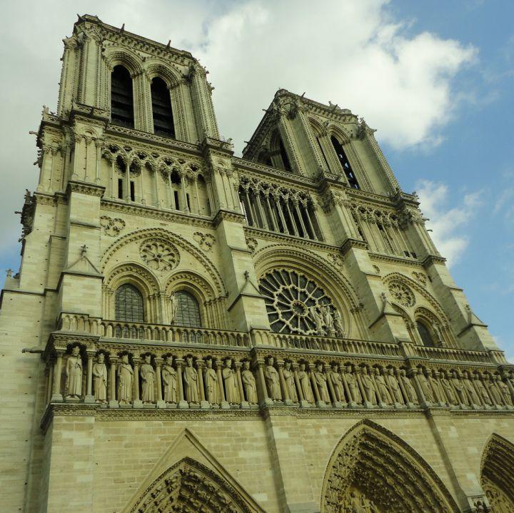 Notre Dame, ocho siglos en cenizas