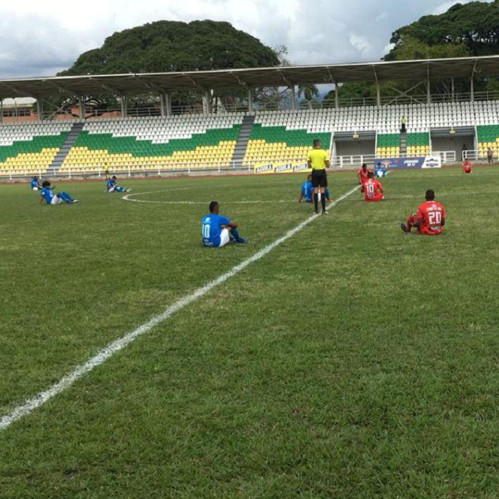 Los futbolistas colombianos van a huelga